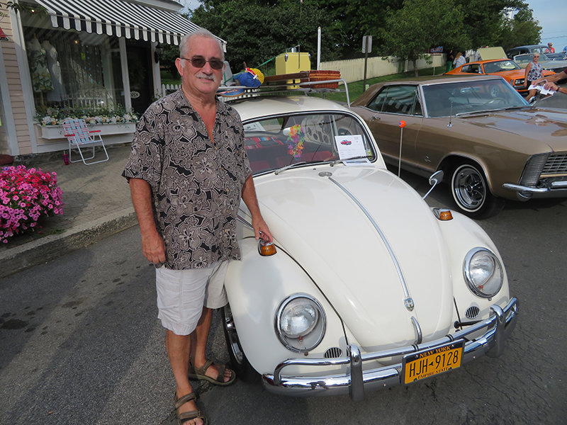 Frank Glynn shows his 1967 V.W. Beetle.