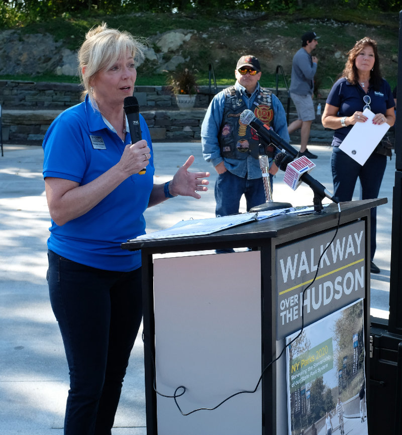 Walkway Over the Hudson Executive Director Elizabeth Waldstein Hart welcomed everyone to SkyRide 2019 at the Ulster Welcome Center.