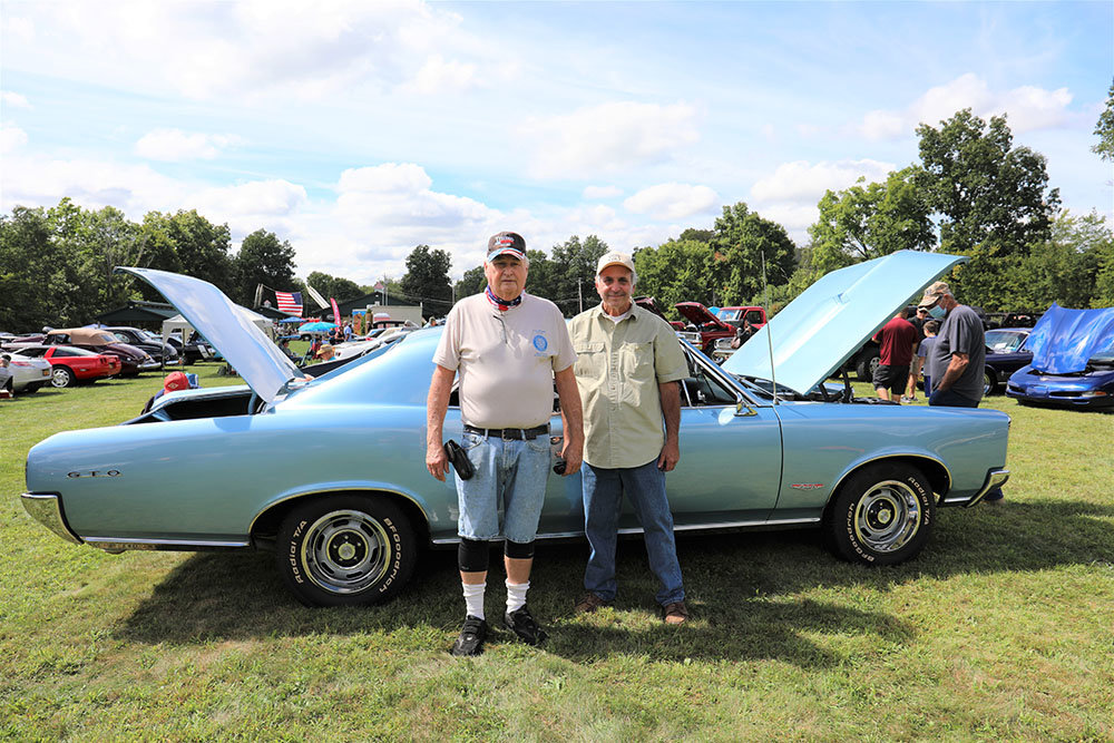 Commander Walter Olsen (left) with GTO Owner Larry Cosden of Mahwah, NJ
