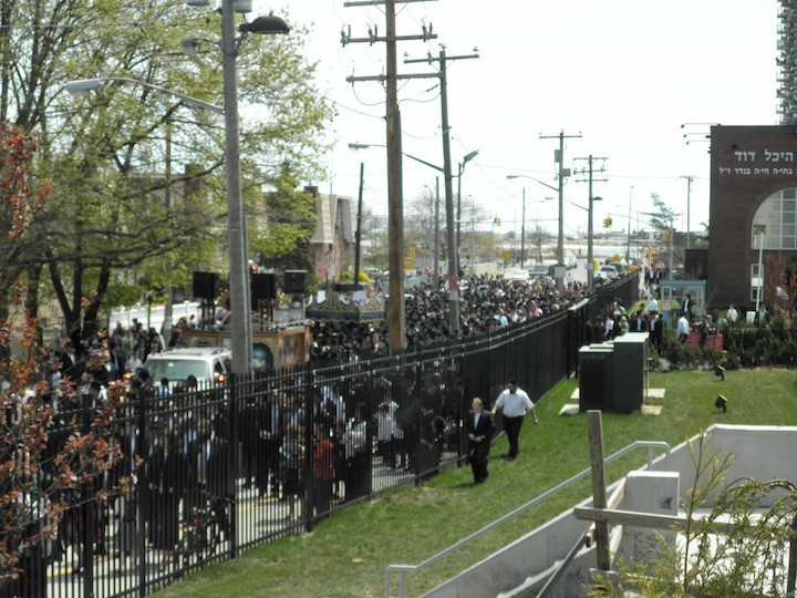 More than a thousand local Jewish residents followed the procession of the newly written sefer Torah from the yeshiva's old building to its expanded campus.