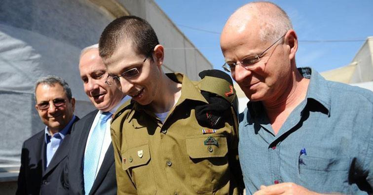 Freed ISraeli Sgt. Gilad Shalit, accompanied by his father Noam, Prime Minister Benjamin Netanyahu and Defense Minisher Ehud Barak.