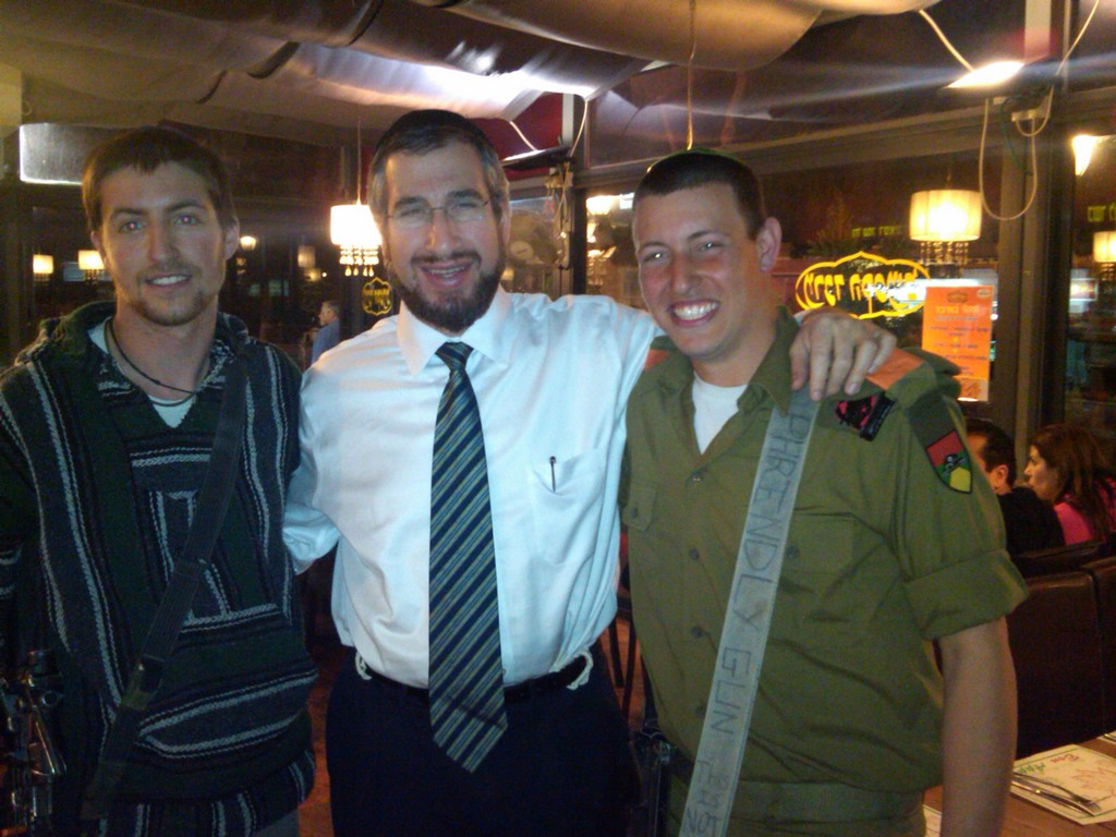 Menahel Rabbi Kaminetsky with DRS Alumni Ezra and Zev Grushko, who are currently serving in the Israeli Army.