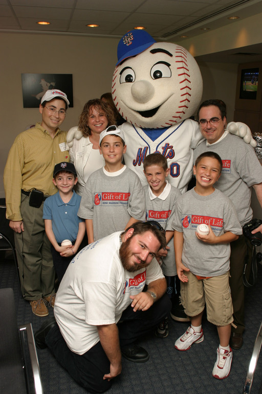 Jay Feinberg,  Adam Lish,  Mr. Met meet donor recipients at Shea Stadium.