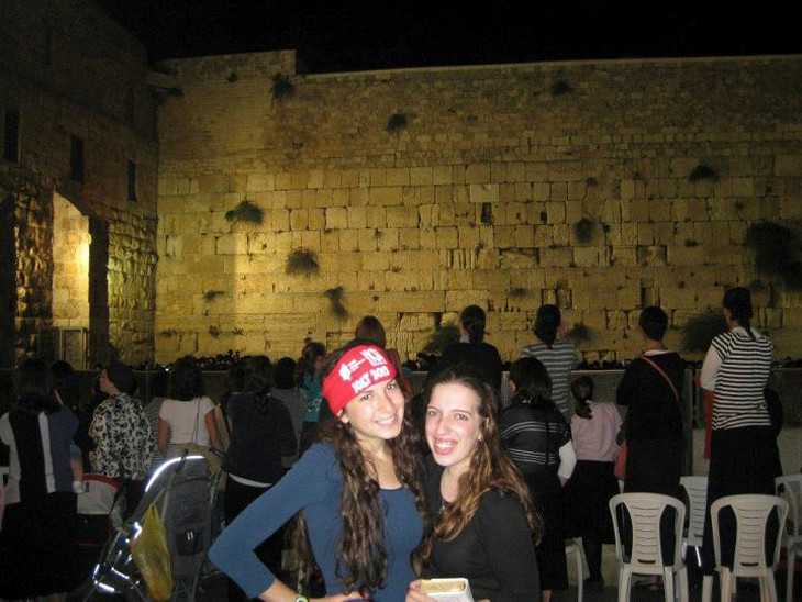 Hudy Rosenberg (left) and Renee Wietschner at the Kotel.