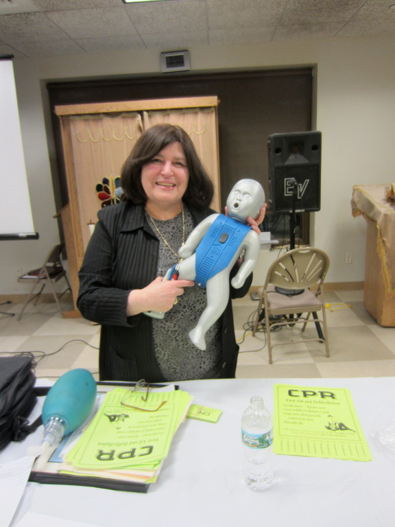 American Heart Association EMT and CPR instructor  Malky Tropper at the Young Israel of Woodmere class.