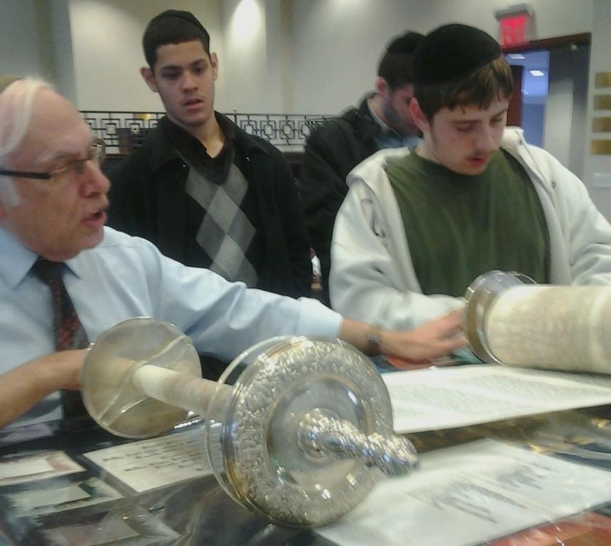 Kulanu students visit Young Israel Lawrence-Cedarhurst.