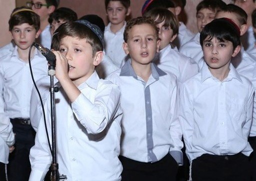 Students sing at the gala of Yeshiva of South Shore.