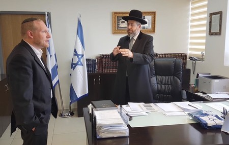 Israel Chief Rabbi David Lau met on Tuesday with Rabbi Yehoshua Fass of Nefesh B'Nefesh