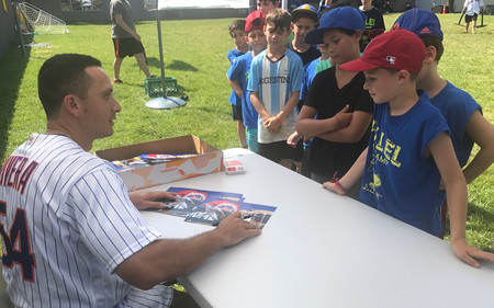 Hillel campers lined up to get an autograph from Mets player T.J. Rivera. Coby Agamie, 9, was the first on line.