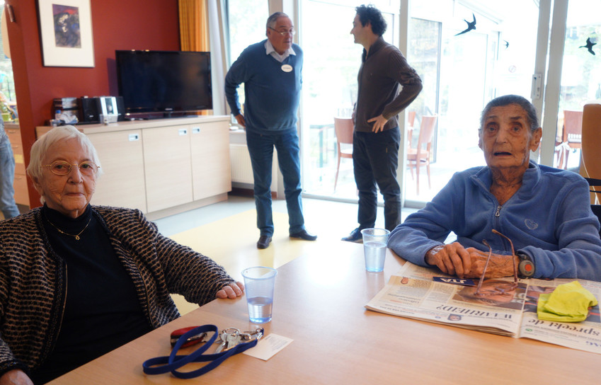 Henny Goudeketing, left, and Anne van de Geest in the main hall of the Immanuel Jewish hospice in Amsterdam.