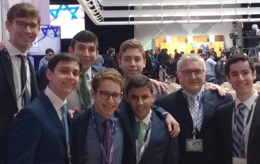 Pictured participants: Itai Eliach, Zev Granik, Eliyahu Levy, Yitzy Lisker, Yidi Reiss, Benjie Wiener, and Doniel Fodiman, accompanied by Principal Rabbi Eliach.
