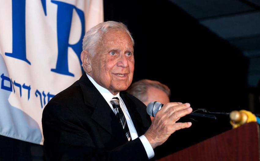 Rabbi Dr. Gilbert Klaperman accepted a lifetime achievement award at HAFTR's 2012 gala.