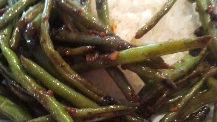 Simple Roasted Garlicy Sweet Hot Green Beans