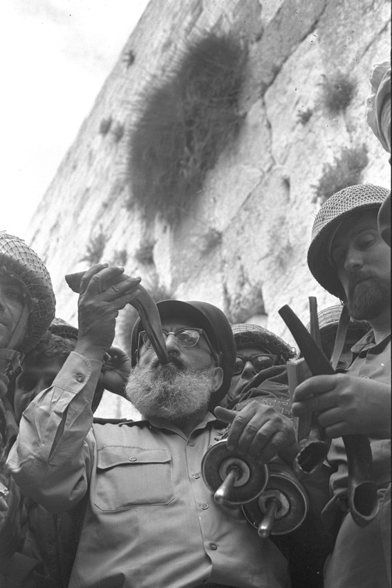 Back home after the Six Day War: Army Chief Chaplain Rabbi Shlomo Goren, surrounded by IDF soldiers, blows the shofar in front of the Kotel in Jerusalem