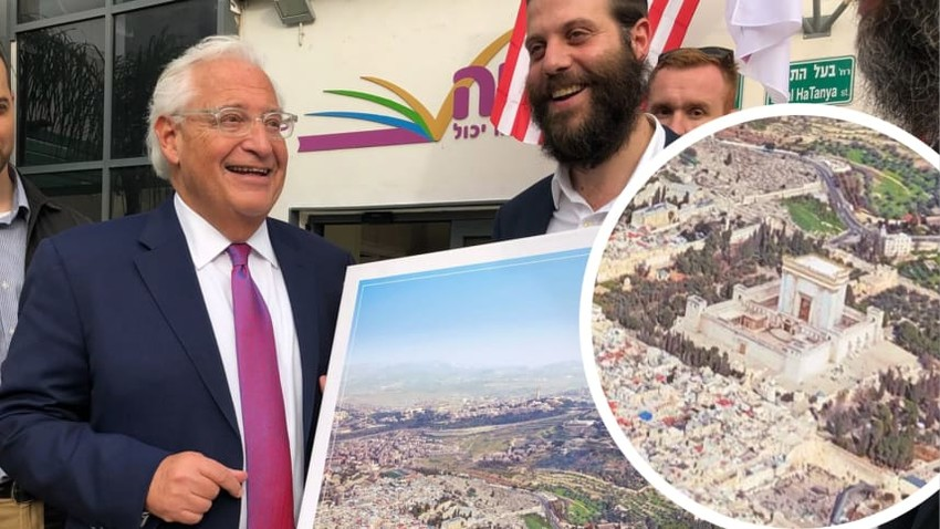 Ambassador Friedman with a photo illustration showing a Third Jewish Temple in place of the Dome of the Rock, as seen on the Israeli news website Kikar Hashabat.