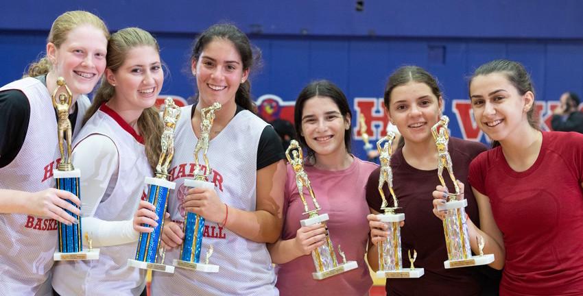 HAFTR JV and varsity players Ruthee Rosner, Penelope Silber, Megan Spivak, Haley Wiener, Jessica Kornblum, and Emily Siri.