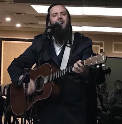 Singer Joey Newcomb was at the Lido Beach Synagogue for a Shabbos ruach event.