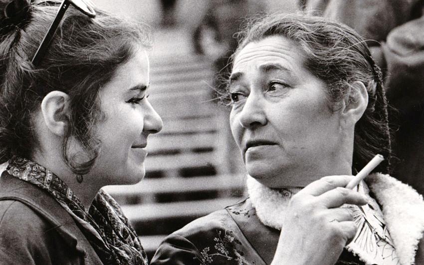 Lien Brilleslijper with her daughter Jalda in Berlin in the 1970s.