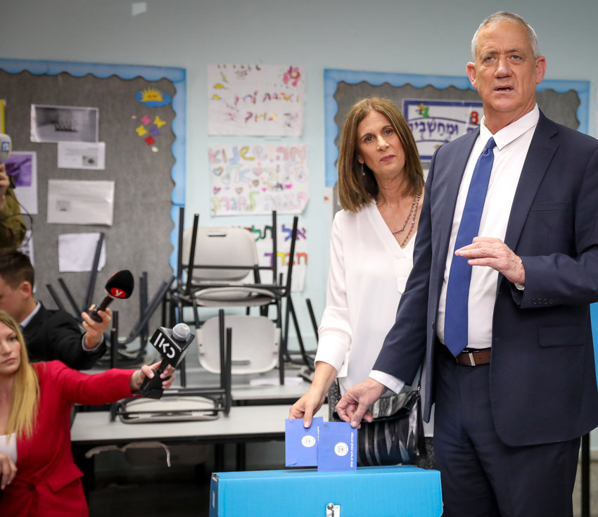 Blue and White party chairman Benny Gantz casts his ballot on April 9.