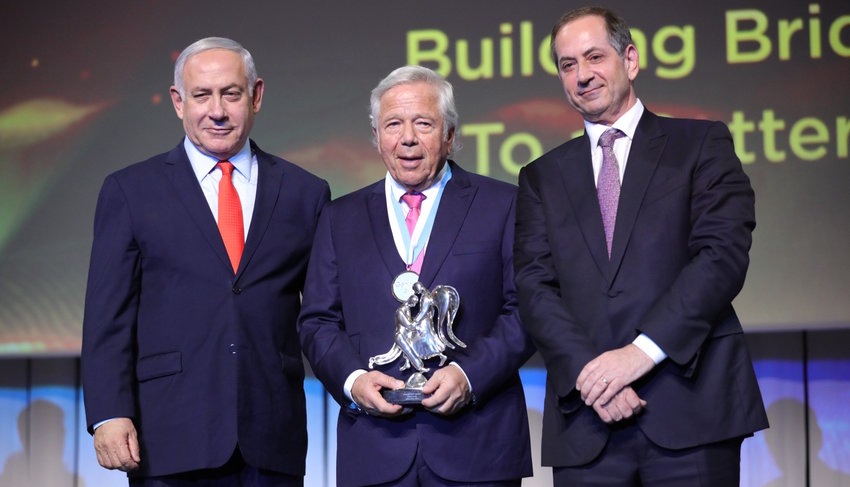 Robert Kraft receives the Genesis Prize in Jerusalem, flanked by Israeli Prime Minister Benjamin Netanyahu and Genesis Prize Foundation Chairman Stan Polovets.