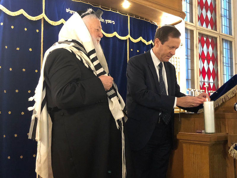 Rabbi Yitshak Ehrenberg of the Central Orthodox Synagogue of Berlin observes Jewish Agency chairman Isaac Herzog light a memorial candle in memory of the 6 million Jews murdered during the Shoah, on Nov. 7.