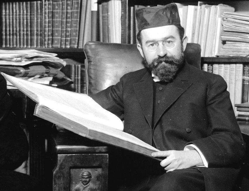 ]Rabbi Joseph Hertz in 1913.