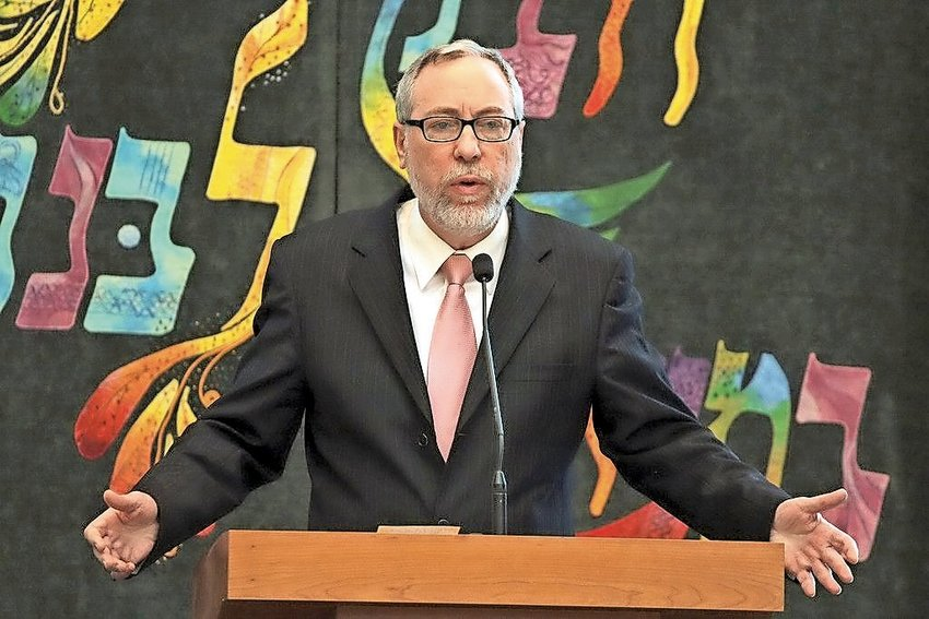 Rabbi Dr. Aaron Glatt in an earlier talk at the Young Israel of Woodmere.