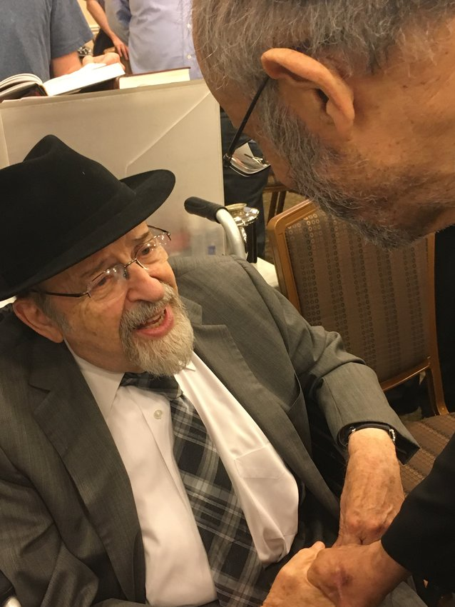 Rabbi Norman Lamm marks the first yahrtzeit of his brother Rabbi Maurice Lamm, at Beis Haknesses of North Woodmere in June 2017.