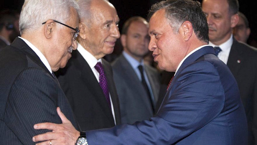 Palestinian Authority leader Mahmoud Abbas (left) speaks with Jordan's King Abdullah II as Israel's President Shimon Peres stands by, at the World Economic Forum on the Middle East and North Africa 2013, in Amman. May 26, 2013.