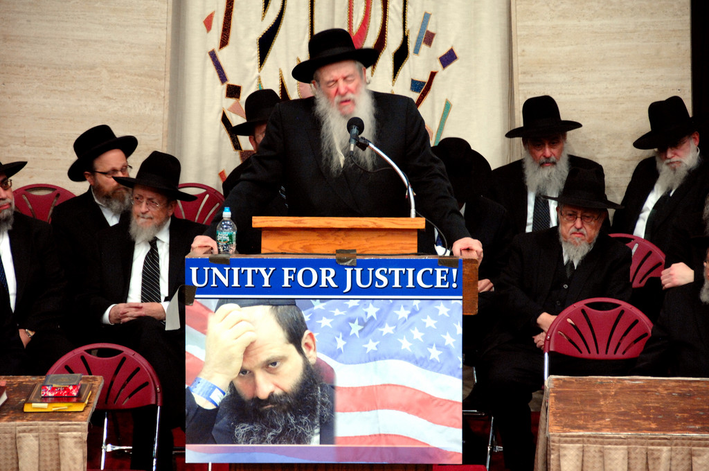 Rabbi Yaakov Perlow, the Novominsker Rebbe, gave an emotional speech during a rally on behalf of Sholom Rubashkin.