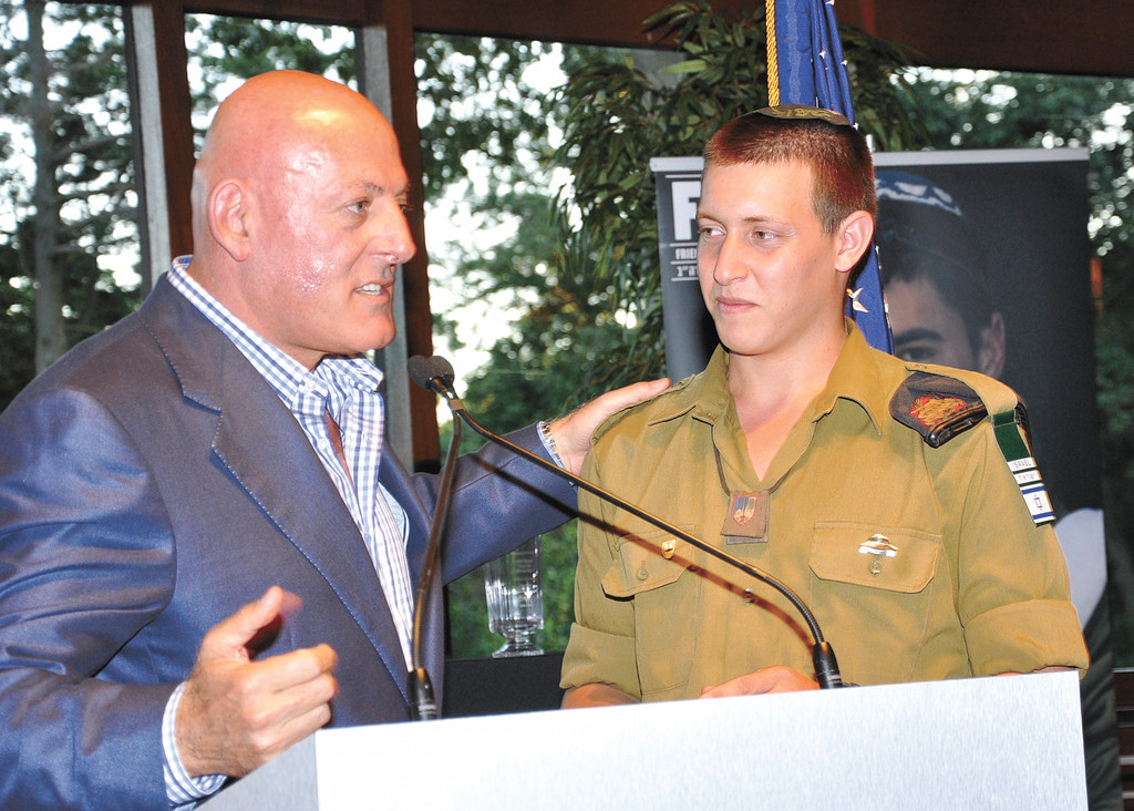 Cedarhurst IDF soldier welcomed at FIDF gala