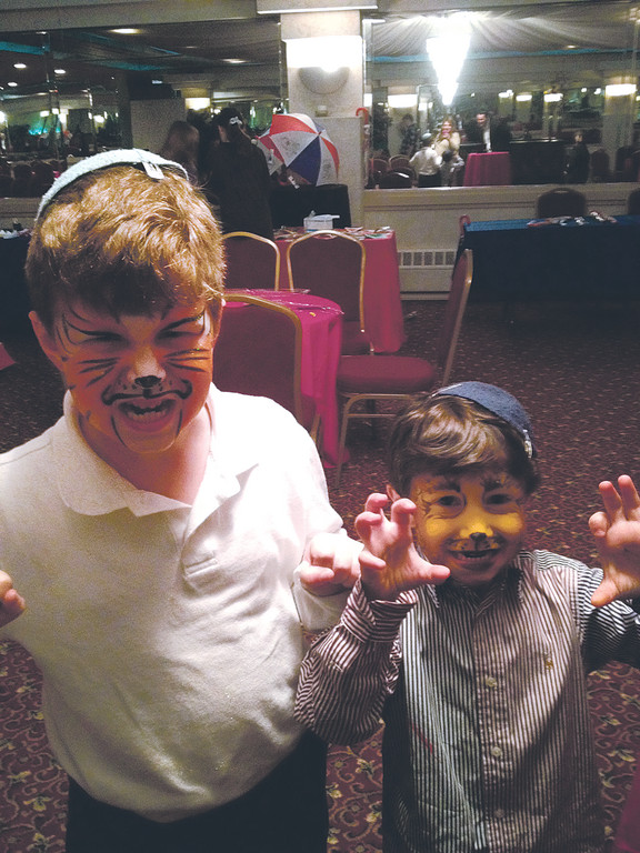 Shmuli and Avi Glick are ferocious at i-Shine's Chanukah Chagiga last year.