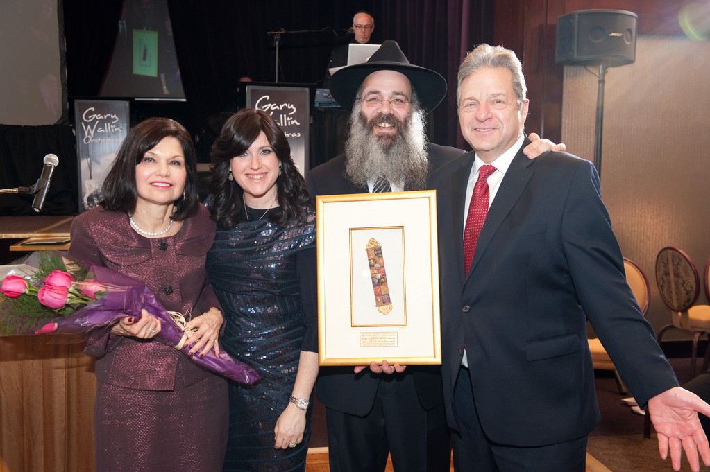 Rabbi Zalman and Chanie Wolowik with Honorees Ben and Sandy Gordon