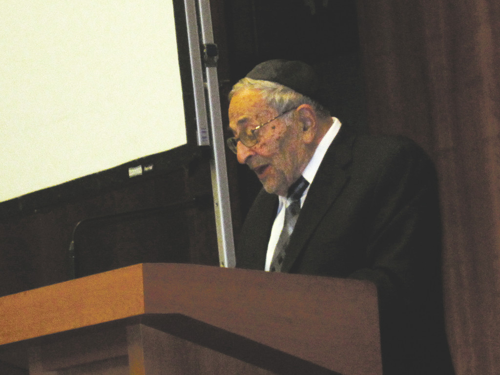 Rabbi Raphael Pelcovitz delivering keynote address.