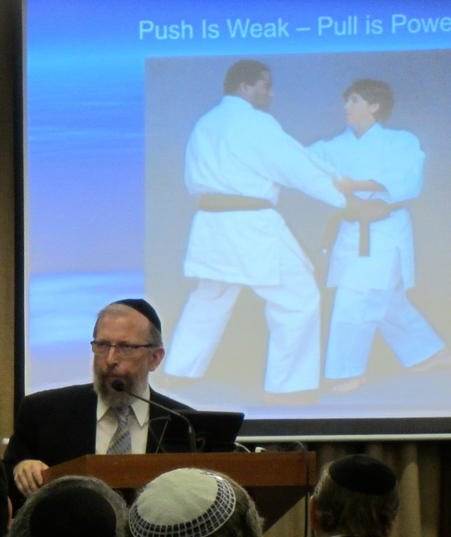 Rabbi Elimelech Goldberg, founder of Kids Kicking Cancer, spoke at the Young Israel of Woodmere on Saturday.