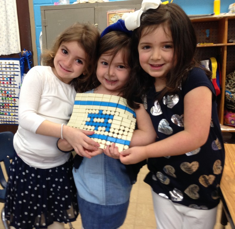 At the Five Towns JCC Early Childhood Center, Tobie Kleiman, Naava Kuznicki and Ahuva Ungar built their own Israeli flag for Yom Haatzmaut.