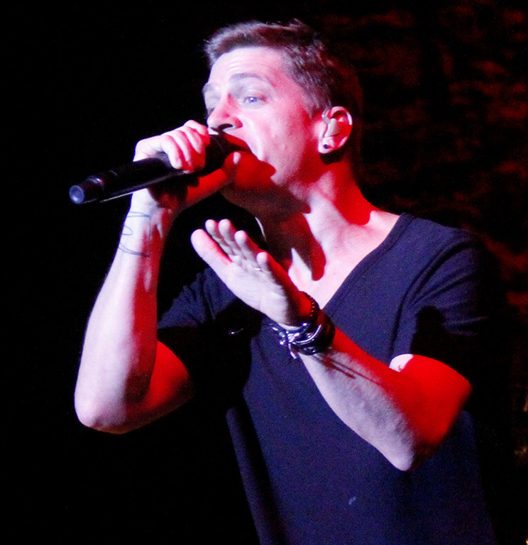 Rob Thomas performs at UJA Summerfest.