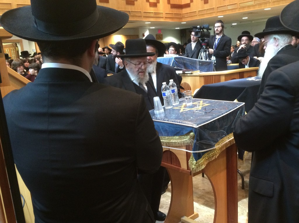Rabbi Binyamin Kamenetzky after speaking on Sunday at the levaya for his wife, Rebbetzin Tzirel Kamenetzky.