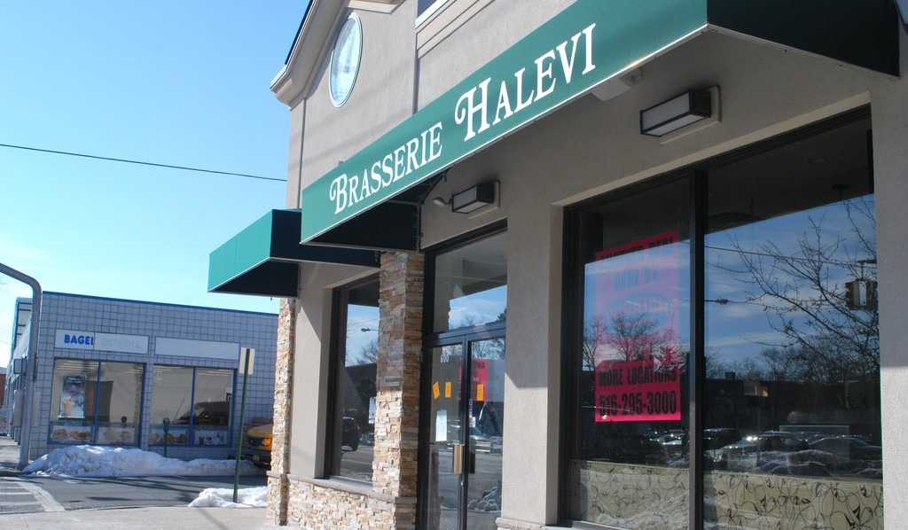 Courtside Grill, a sports-themed kosher restaurant, will replace Brasserie Halevi on Central Avenue in Cedarhurst.