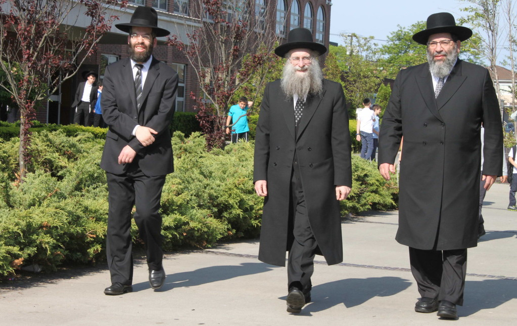 From left: Rosh Kollel Rav Dovid Bender, Rosh Yeshiva Rav Shlomo Avigdor Altusky, and Rosh HaYeshiva Rav Yaakov Bender, prepare to welcome Rav Shmuel Kamenetsky to Yeshiva Darchei Torah's Far Rockaway campus.