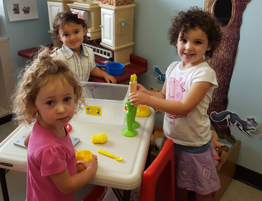 HAFTR welcomed Early Childhood children, from left: Leah Berger, Millie Schulman and Celia Defter.
