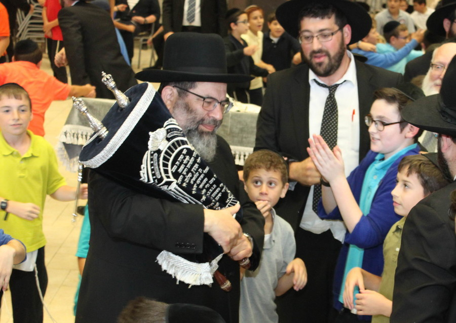 Rav Yaakov Bender (left), Rosh HaYeshiva; and Rav Dovid Frischman, menahel of the Middle School.