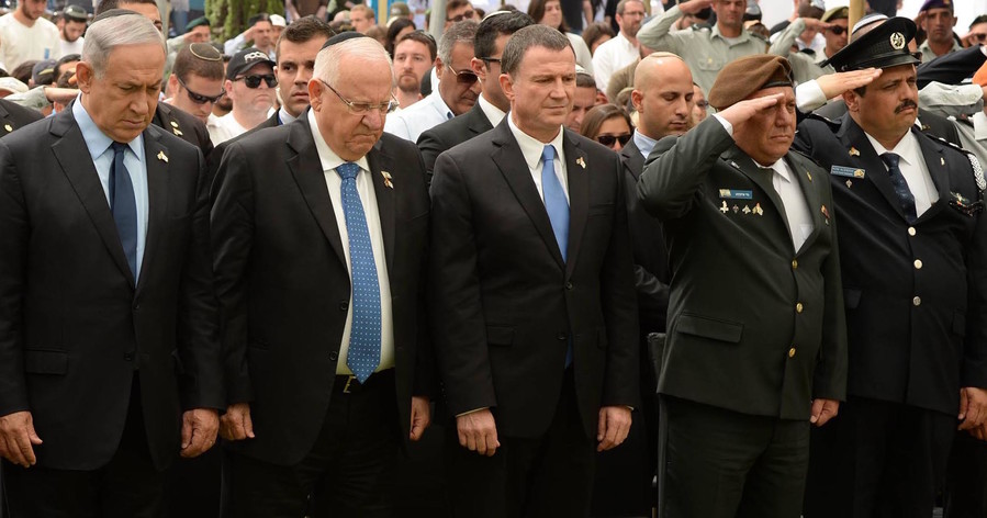 Knesset Speaker Yuli Edelstein, with President Reuven Rivlin and Prime Minister Netanyahu, at a Yom Hazikaron ceremony for Israel's military, at the cemetery on Mt. Herzl on May 11, 2016. Edelstein was a Soviet prisoner of conscience.