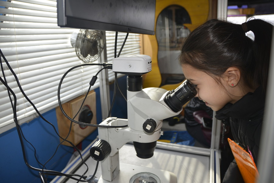 Daniella Assaraf at the microscope