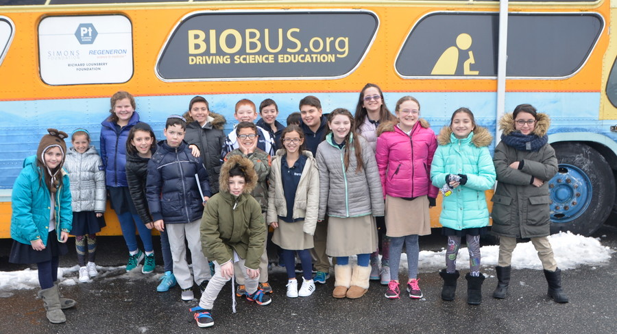 Class 5D in front of the BioBus