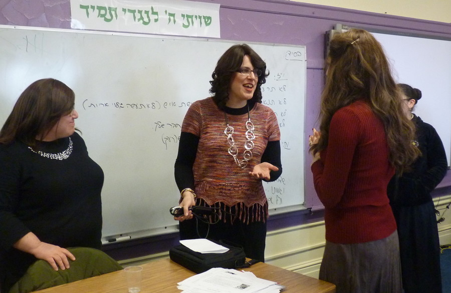 Bassi Gruen, managing editor of Mishpacha's Family First magazine, at Shulamith for literacy week.