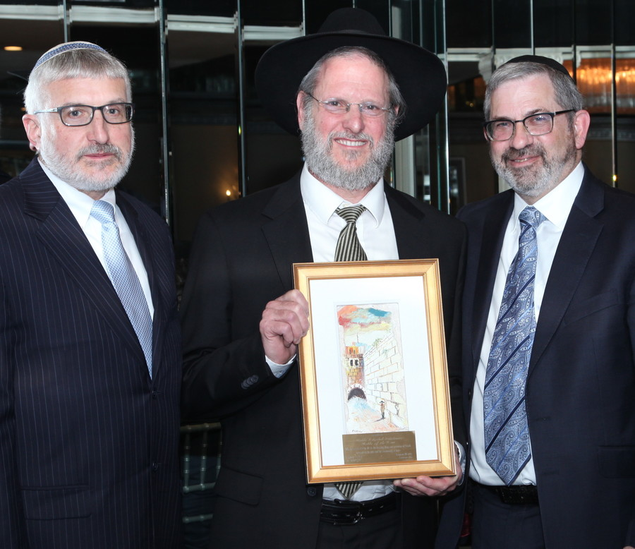 Rabbi Yitzchak Mark Friedman, Rebbe of Year, is flanked by Rabbi Yotav Eliach, Rambam;s principal (left). and Rabbi Zev Meir Friedman, rosh ha mesivta.