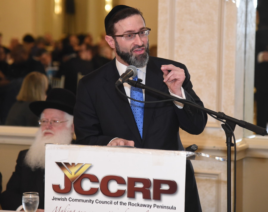 Rabbi Eytan Feiner of the White Shul opened the breakfast with words of inspiration.