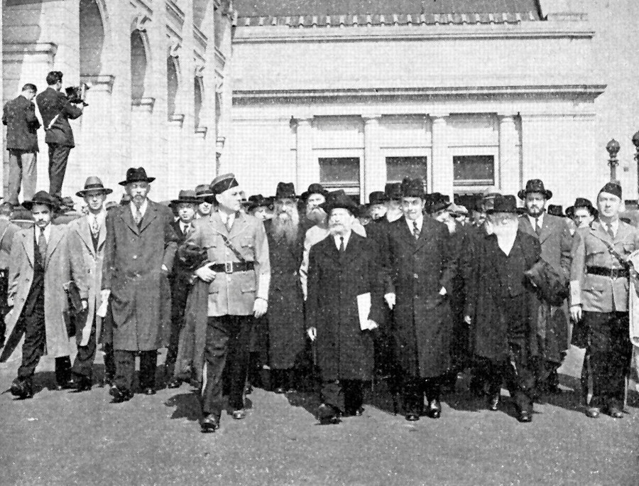 In October 1943, more than 400 rabbis marched on Washington. Among them was Binyomin Kamenetzky.