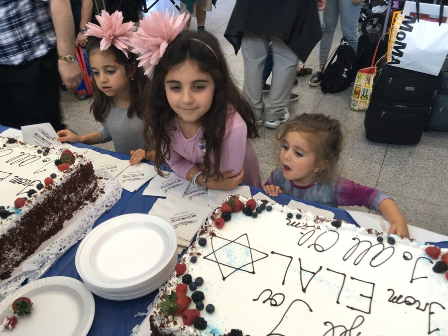 The Apter sisters — Shana, 5; Tova, 7; and Eliana, 2, can almost taste their sweet future in eretz Yisroel